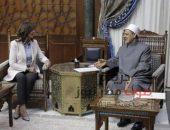 شيخ الأزهر يستقبل السفيرة نبيلة مكرم وزيرة الهجرة | صوت مصر نيوز