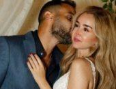 الفنان أحمد فهمي يحرج زوجته الفنانة هنا الزاهد | صوت مصر نيوز